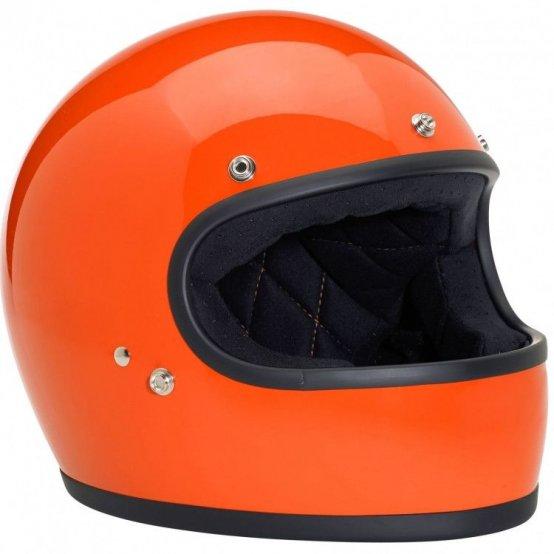 Семь закрытых ретро-шлемов